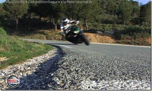 PoluxCriville-Moto-journal.tv-Z800-Kawasaki-bota-suelo-moto-curvas-asfalto