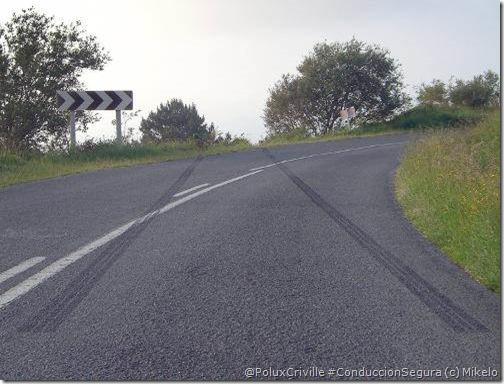 PoluxCriville-Vía_CirculaSeguro.com-Mikelo-curva-frenazo