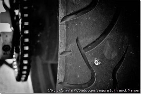 PoluxCriville-Vía_Morrillu-Franck_Mahon-tornillo-pinchazo-clavo-moto-rueda