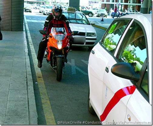 PoluxCriville-Via-Formulamoto.es-moto-ciudad-taxi-conduccion.segura