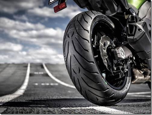 PoluxCriville_Pirelli-Angel-GT-moto-Sport-Touring (1)
