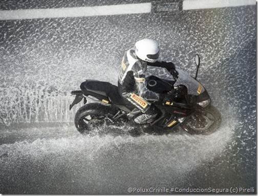 PoluxCriville_Pirelli-Angel-GT-moto-Sport-Touring (2)