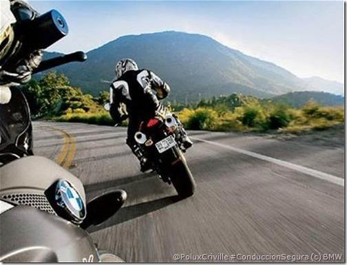 PoluxCriville-BMW_es-moto-ruta-distancia-seguridad