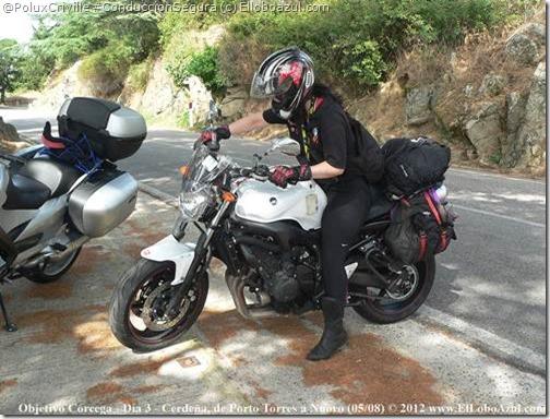 PoluxCriville-Elloboazul.com-moto-aparcar