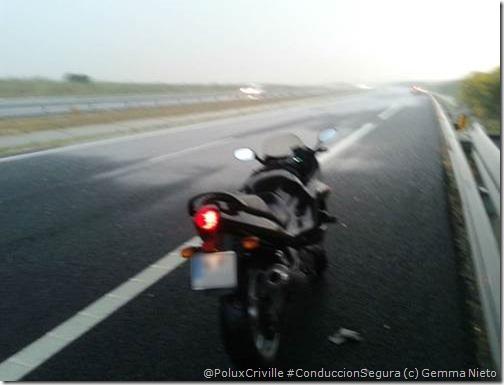 PoluxCriville-Gema Nieto-moto-lluvia-tormenta-verano-puente