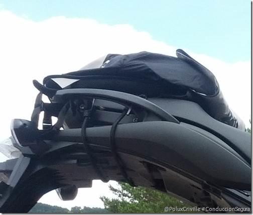 PoluxCriville-Mochila-casco-Insolent-Rider_3