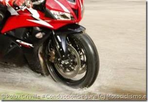 PoluxCriville-Motociclismo_es-aquaplanning-moto-agua-neumatico
