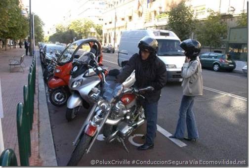PoluxCriville-Vía-Ecomovilidad.net-moto-parking-acera