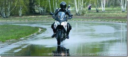PoluxCriville-Via-Clubmoto1.com-lluvia-moto-tormenta
