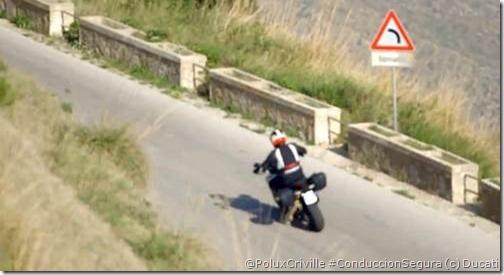 PoluxCriville-Ducati-moto-conducción-segura-curvas
