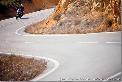 PoluxCriville-Honda-Montesa-moto-curvas-peligro-accidente-Honda-Crosstourer