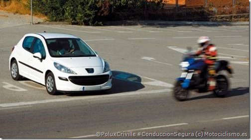 PoluxCriville-Motociclismo.es-moto-cruce-peligro-conduccion-segura