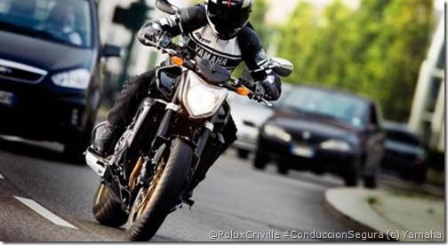 PoluxCriville-Yamaha-moto-conduccion-segura-frenar-recto_fz1-abs