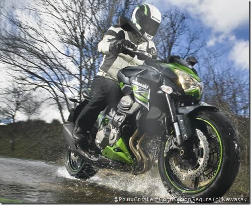 PoluxCriville-Kawasaki-es-GreenBox_45-Kawasaki-z800-moto-frenar-conduccion-segura