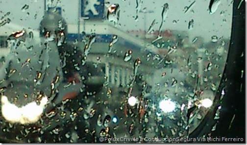 PoluxCriville-Michi_Ferreiro_moto-visibilidad-lluvia-conduccion-segura