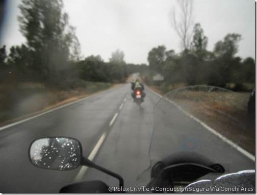PoluxCriville-Vía_Conchi_Ares-moto-lluvia-conduccion-segura
