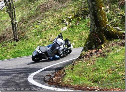 PoluxCriville-Vía_Motoblog.it_moto-conduccion-segura-carreteras-dos-sentidos-curvas-derecha-izquierda