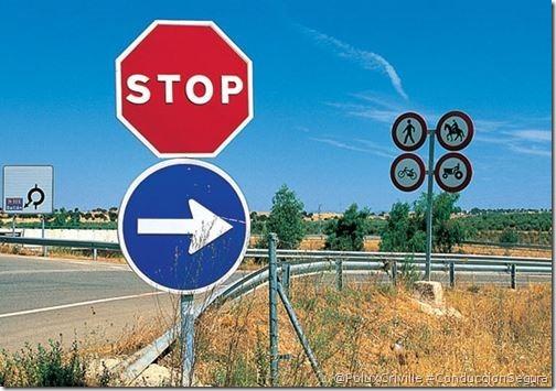 PoluxCriville-Autor-desconocido_señales-trafico-stop-moto-conduccion-segura