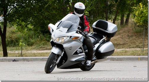 PoluxCriville-motociclismo.es-maniobras-moto-conduccion-segura