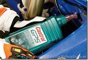 PoluxCriville-Via-Motociclismo.es-Juan Sanz-cambiar-aceite-motor-moto-engrasar_mantenimiento-hibernar