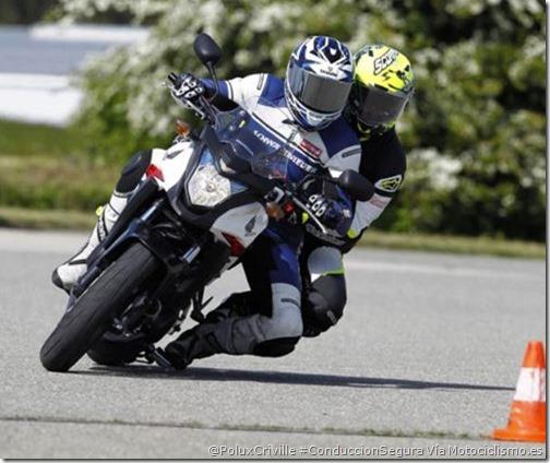PoluxCriville-Via-motociclismo-es-maniobras-baja-velocidad-moto-conduccion-segura