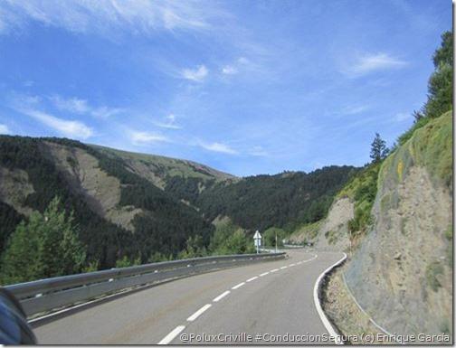 PoluxCriville-Enrique_García-Loli_Gendra-carretera-guardarraíles-2