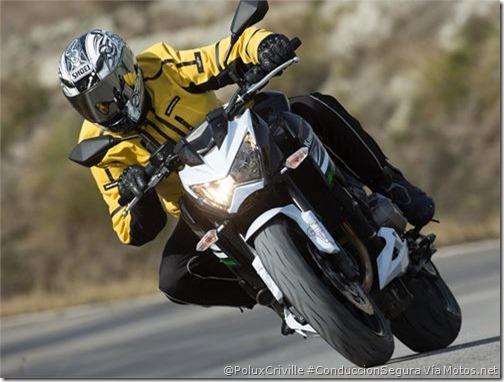 PoluxCriville-Motos_Net-Felix Romero-moto-conduccion-segura-postura-viento-Kawasaki-Z800