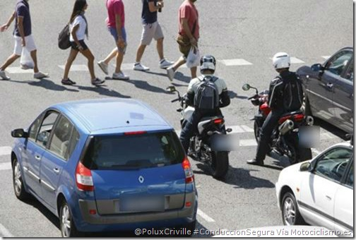 PoluxCriville_Motociclismo.es-conduccion-segura-moto-ciudad-alerta-detencion-semaforos