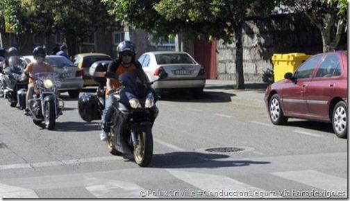 PoluxCriville-Via-Farodevigo.es-Noe Parga-peligrosa-pintura-asfalto-pasos-peatones-elevados-conduccion-segura-moto