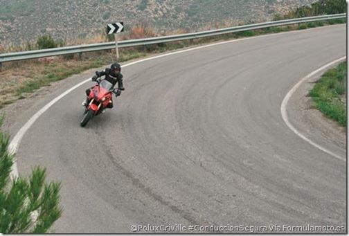 PoluxCriville-Via-Formulamoto.es.adelantamientos-curvas-moto-señales-trafico (1)