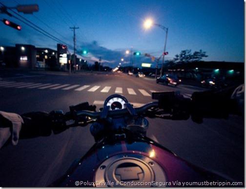 PoluxCriville-via-youmustbetrippin.com-noche-conduccion-segura-moto-visibilidad