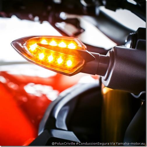 PoluxCriville-Via-Yamaha-motor.eu-moto-conduccion-segura-intermitentes-led
