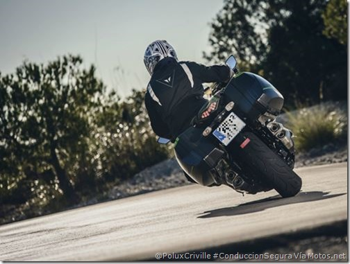 PoluxCriville-Via_Motos.net-carreteras-neumaticos-dibujo-invierno-Kawasaki-Z1000SX-Tourer