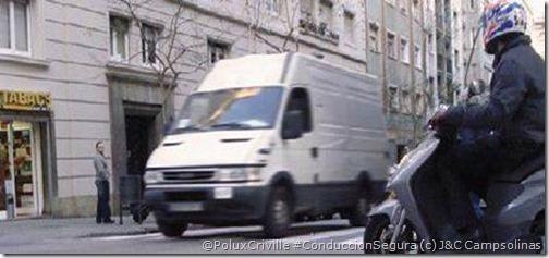 PoluxCriville-J&L_Campsolinas-trafico-urbano-peligros-ciudad-moto