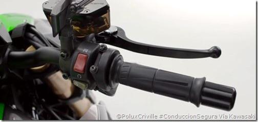 PoluxCriville-Kawasaki-acelerador-manillar-cable-tacto-moto-conduccion-segura-Z1000