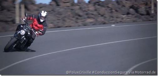 PoluxCriville-Motorrad.de_control-moto-carretera-curvas-centro-carril-trazada-Yamaha_MT_07