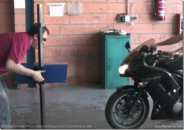 PoluxCriville-SoyMotero.net-Pasar-ITV-moto-luces-intermitentes-rafagas