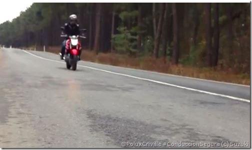 PoluxCriville-Suzuki-Inazuma-moto-peligros-asfalto-grasa-agua-combustible