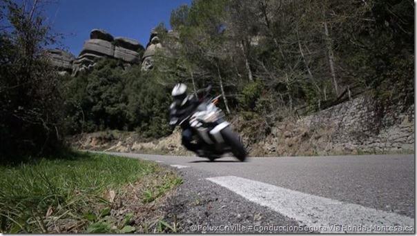 PluxCriville-Honda-Montesa_es_asfalto-estado-piedras-limites-velocidad-honda-cb500r