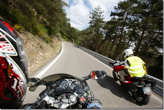 PoluxCriville-AMM-moto-curso-conduccion-carretera-montaña-cerrada