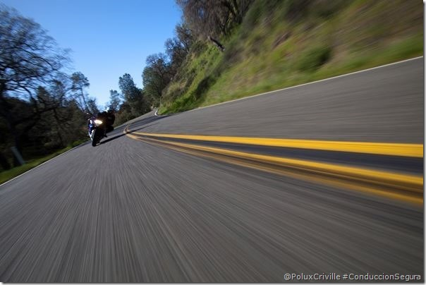 PoluxCriville-autor-desconocido-concentracion-escanear-asfalto-curvas-moto-conduccion-segura