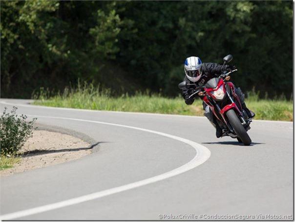 PoluxCriville-Vía Motos.net-Felix Romero-actitud-decision-curva-postura-moto
