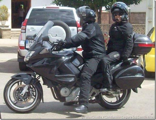 PoluxCriville-Via-Conchi_Ares_equipación_moto_ruta-presion-ruedas-conduccion-segura