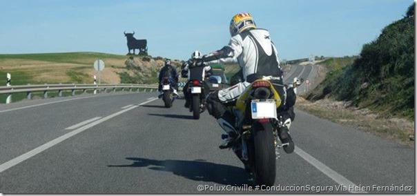 PoluxCriville-Via-Helen_Fernandez_Buendía_conduccion-grupo-gestos-seguridad-moto