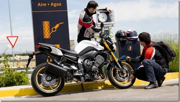 PoluxCriville-Via-Motociclismo.es-conduccion-moto-pasajero-presion