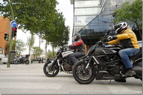 PoluxCriville-Via-Motociclismo.esconduccion-ciudad-moto-prisas