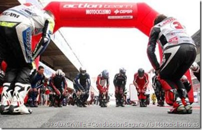 PoluxCriville-Via-Motociclismo_es-calentando-antes-de-coger-moto.jpg