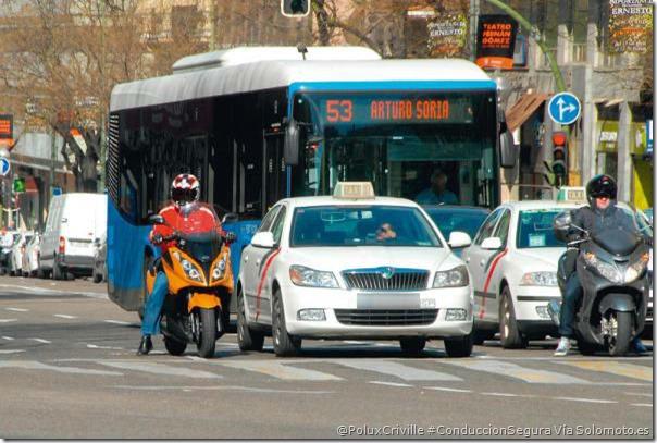 PoluxCriville-Via-Solomoto.es-conduccion-segura-moto-ciudad-peligro-tamaño-resto-vehiculos