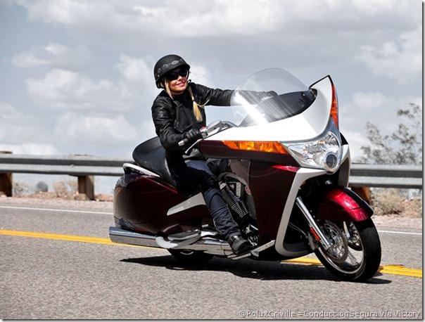 PoluxCriville-Via-Victory-moto-grande-maniobras-conduccion-segura