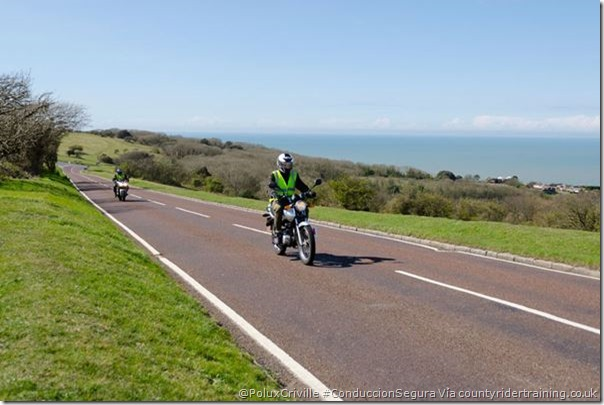 PoluxCriville-Via_countyridertraining.co.uk_cursos-conduccion-segura-moto (3)